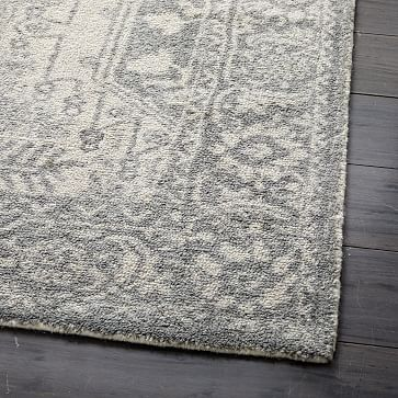 Distressed Medallion Rug Platinum