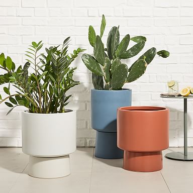 Bishop Indoor/Outdoor Pedestal Planters